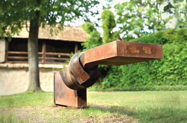 Horizontale-Entwicklung,-2016-Stahl,-im-glühenden-Zustand-gedreht---Foto-Thomas-Röthel